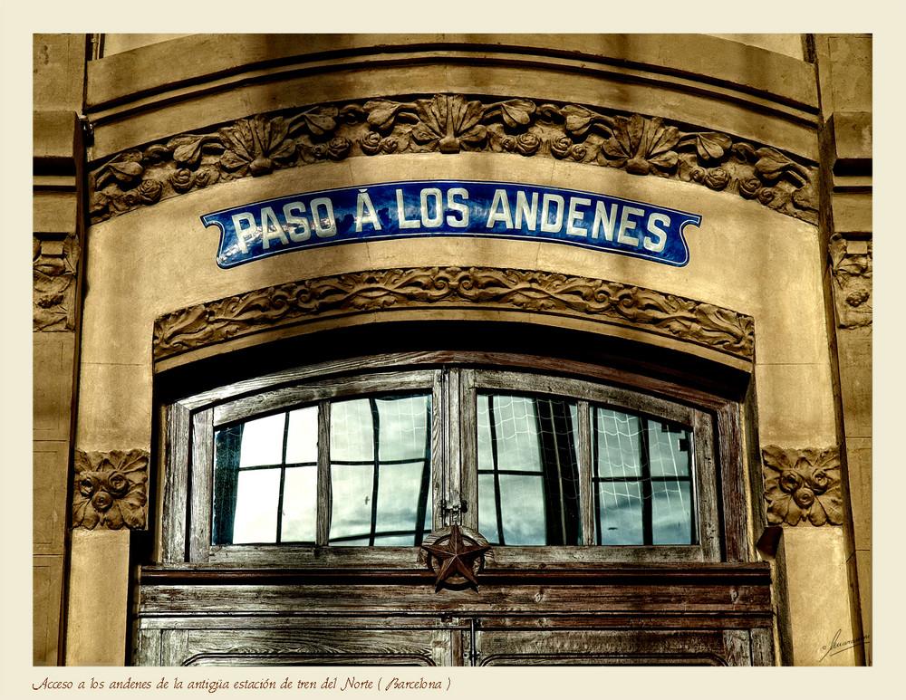 Acceso a los andenes de la antigüa estación de tren del Norte ( Barcelona )