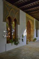 Acceso al Patio principal de La Casa de Los Guzmanez