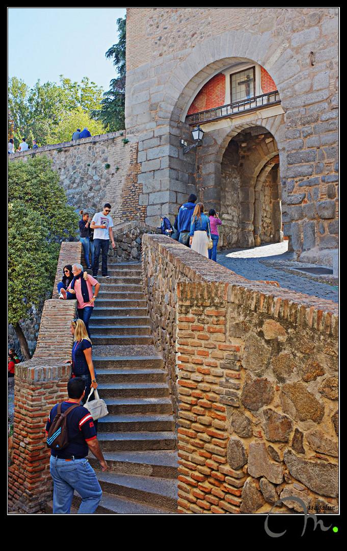 Accesos a la ciudad por la puerta de Valmardón