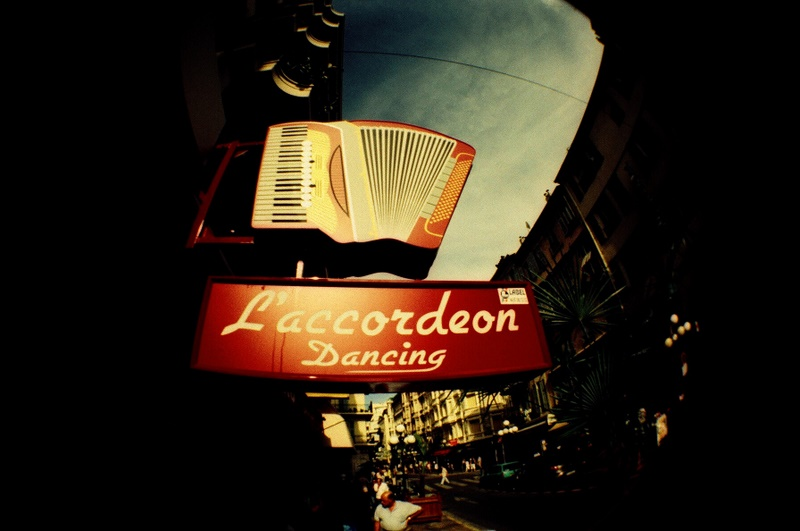 Accordeon dancing