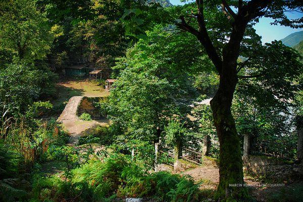 Achariststkali Flussbrücke aus dem 11. Jahrhundert bei Makhuntseti