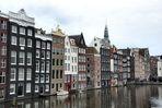 Achterkant van de Warmoesstraat in Amsterdam