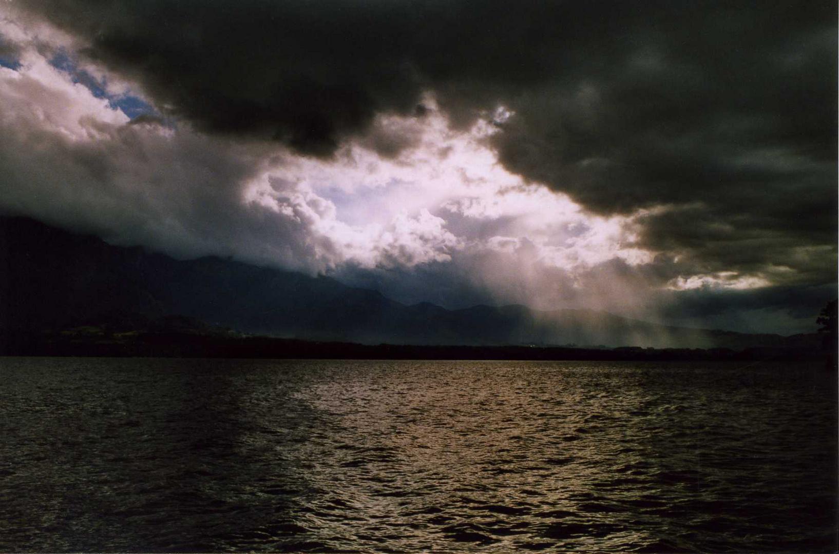 acqua, luce, terra e nuvole che si fondono da ( catturando ricordi)