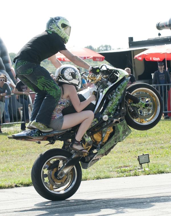 Action mit und auf dem Motorrad
