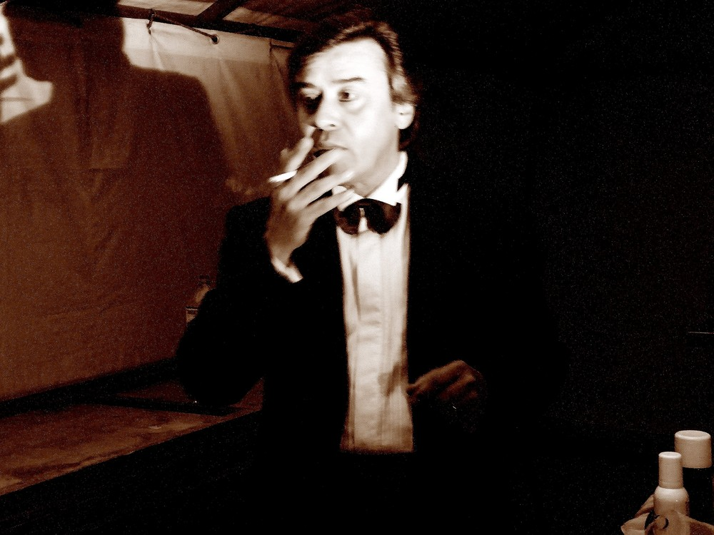 actor (behind the scene)