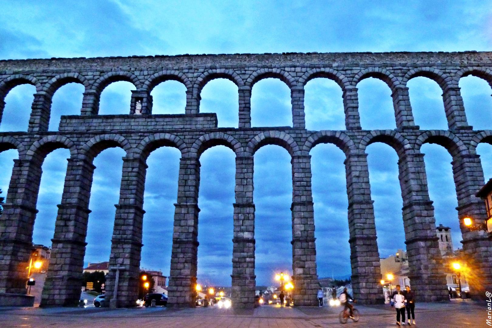 Acueducto de Segovia en La hora azul