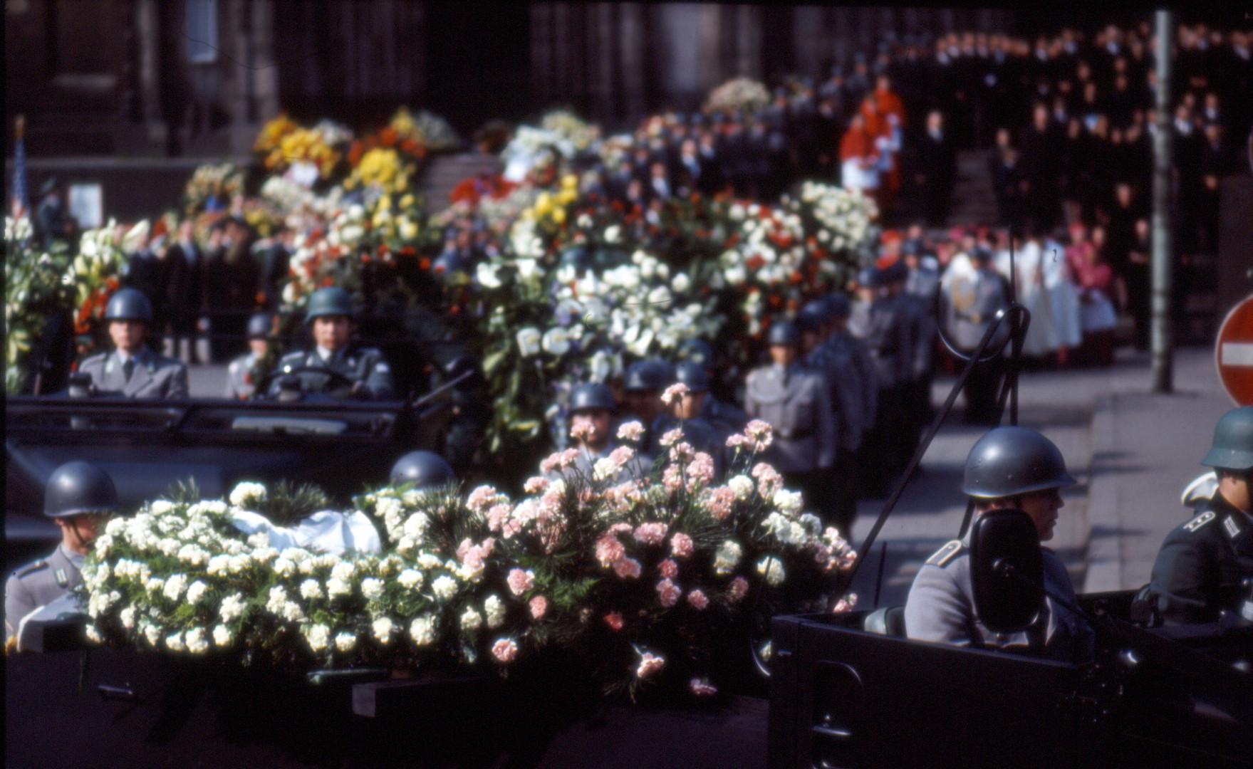 Adenauer (2)