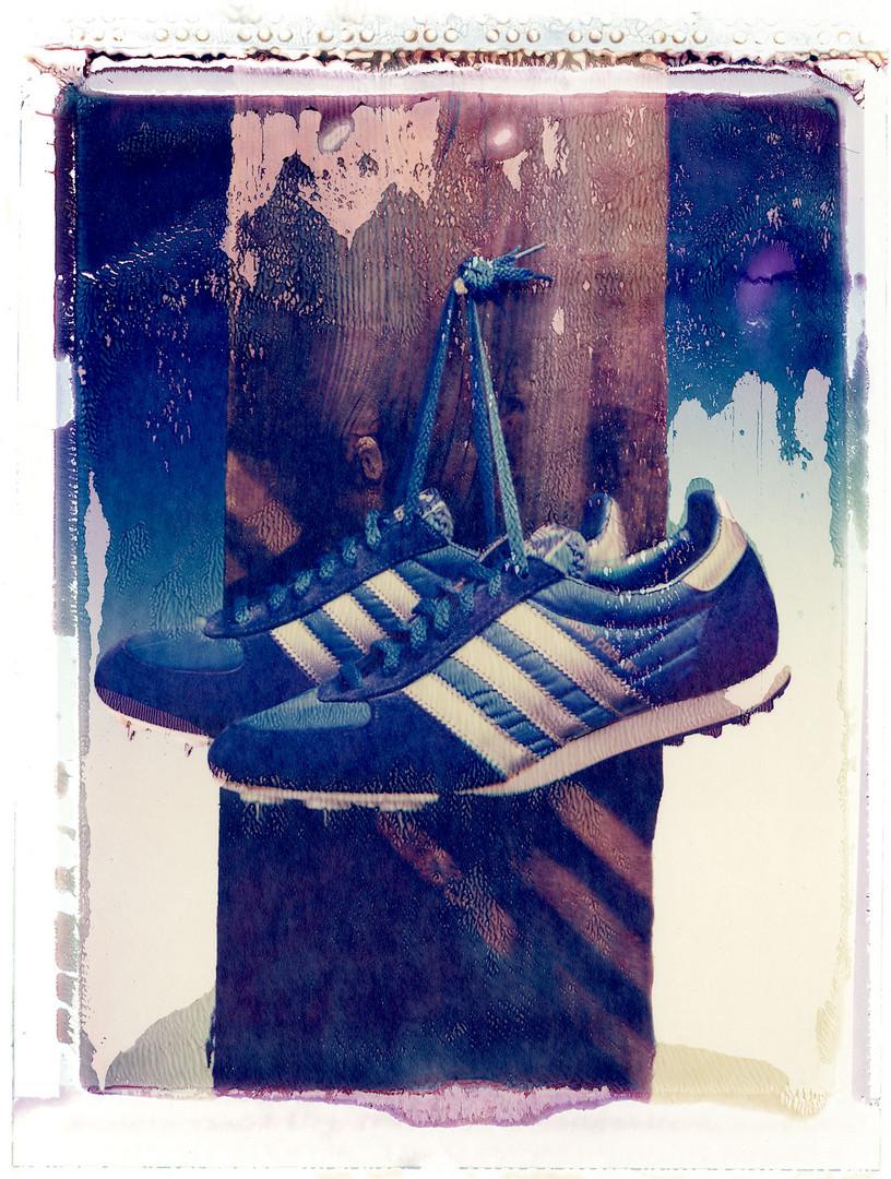 Adidas, die Sportschuhe an den Nagel gehängt.