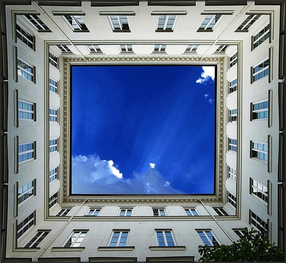 Adlerhof - Mietshaus mit Passage in Wien