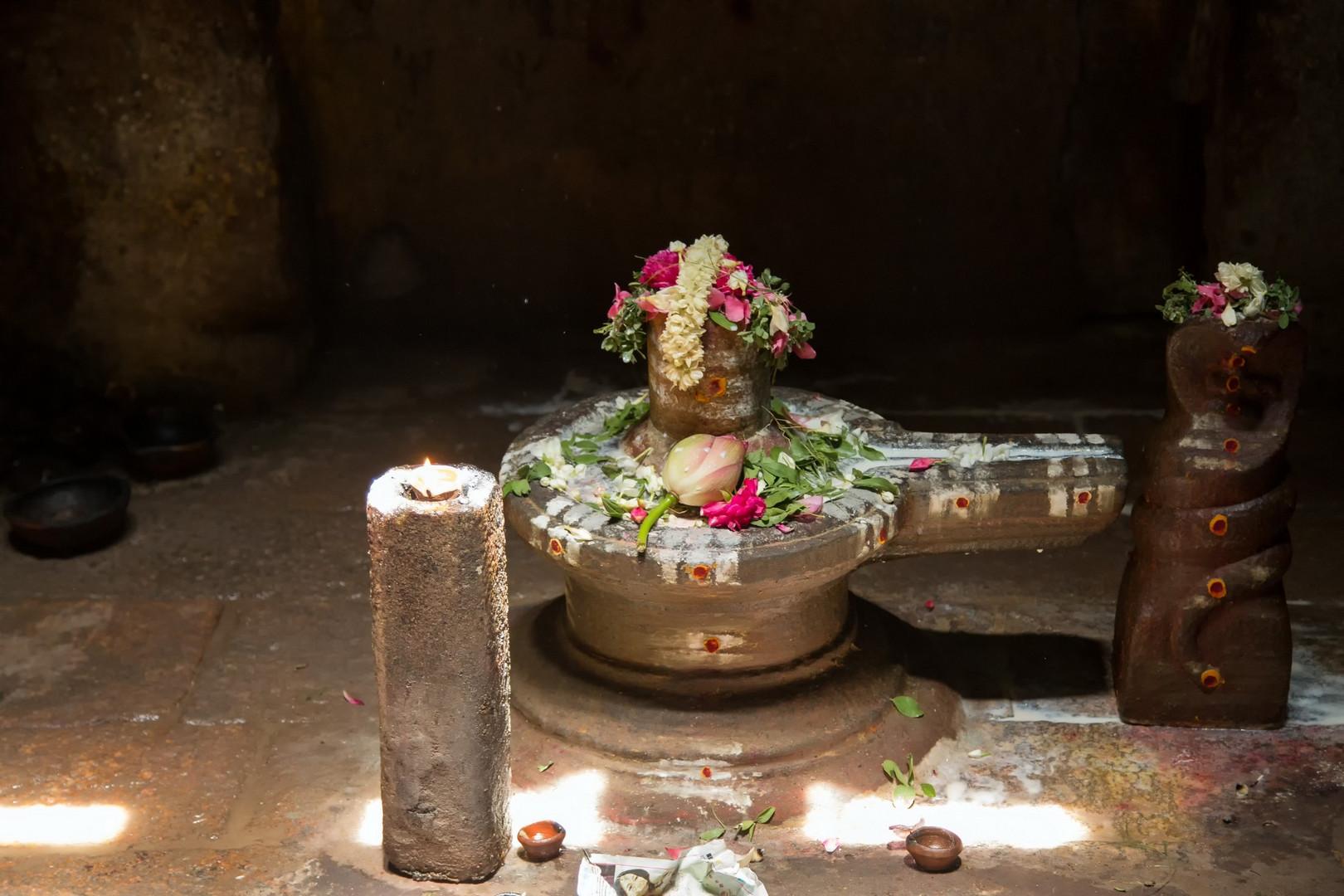 Adoration de Siva dans le temple Sri Meenakshi