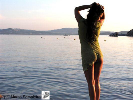 Adoro questa luce calda..che contrasta il blu dell'immenso mare