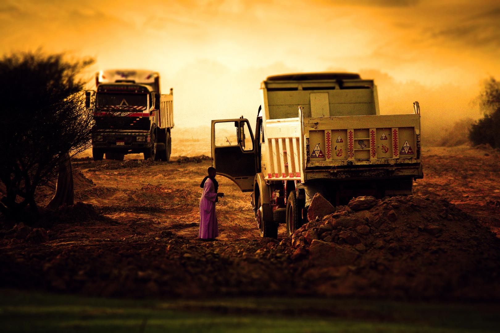 Ägyptische Arbeiter farblich in Szene gesetzt