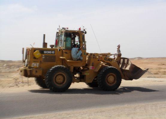 ägyptische Bauarbeiter im Catapillar