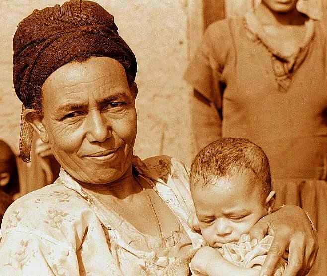 Äthiopische Großmutter mit Enkel