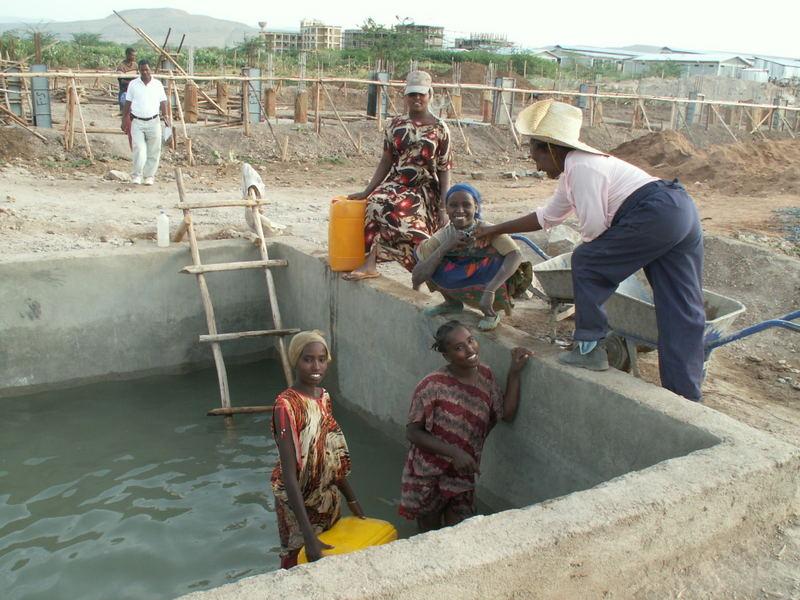 Äthiopische Wasserversorgung einer Baustelle
