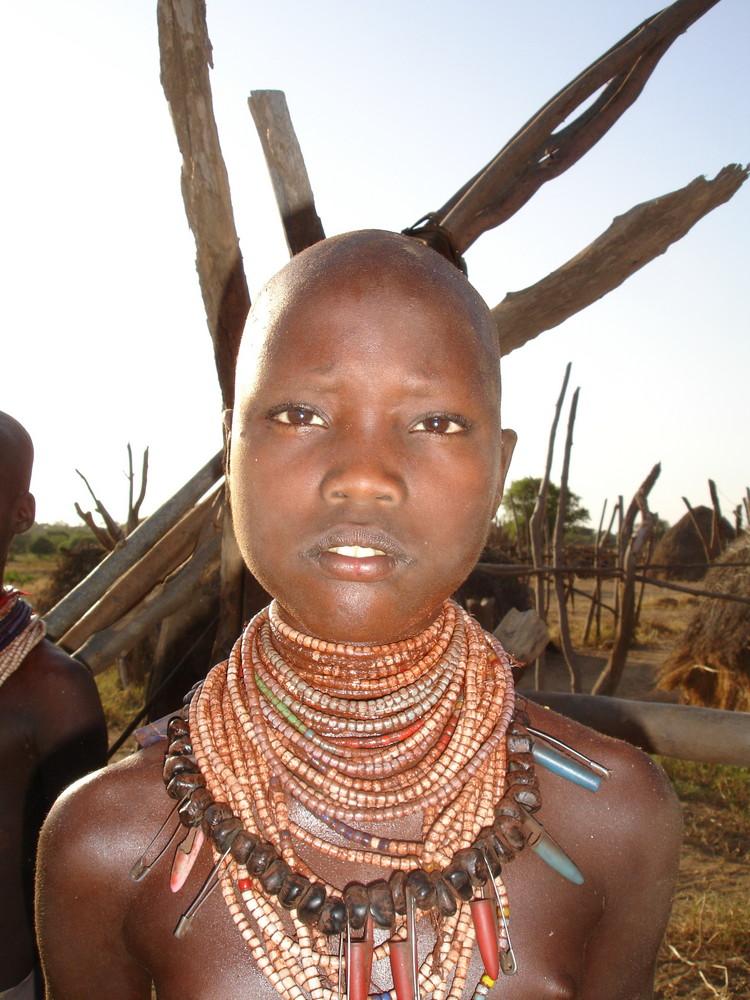 Äthiopisches Karo Mädchen