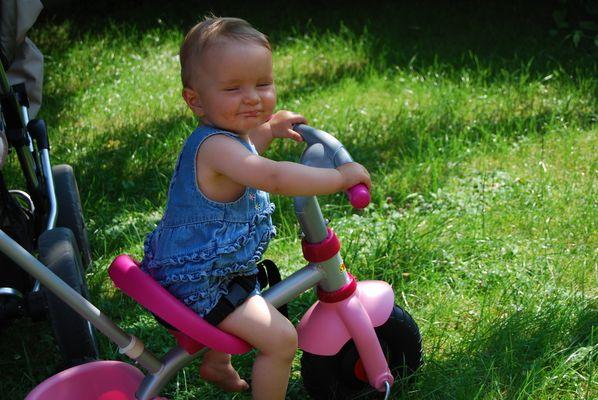 Ätsch, ich darf Dreirad fahren und Du nicht!