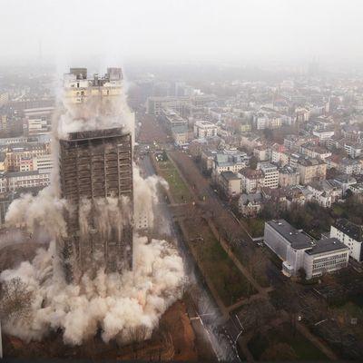 AFE Turm Sprengung
