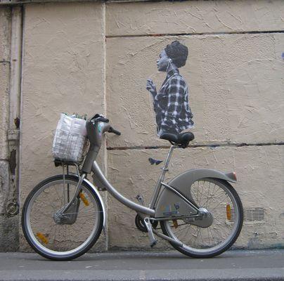 Affiche et Vélib quand çà colle Rue des Bourdonnais Paris IV arr