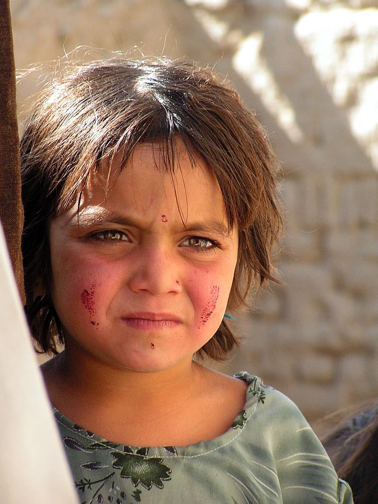 Afghanisches Mädchen in den Straßen Kabuls