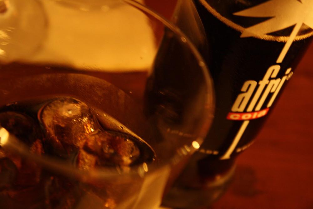 Afri Cola mit Glas und Eis