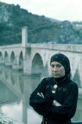 Agathe an der Brücke über die Drina