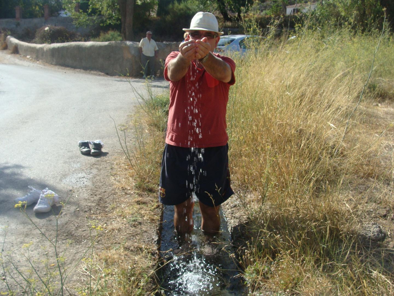 agua brota en este lugar