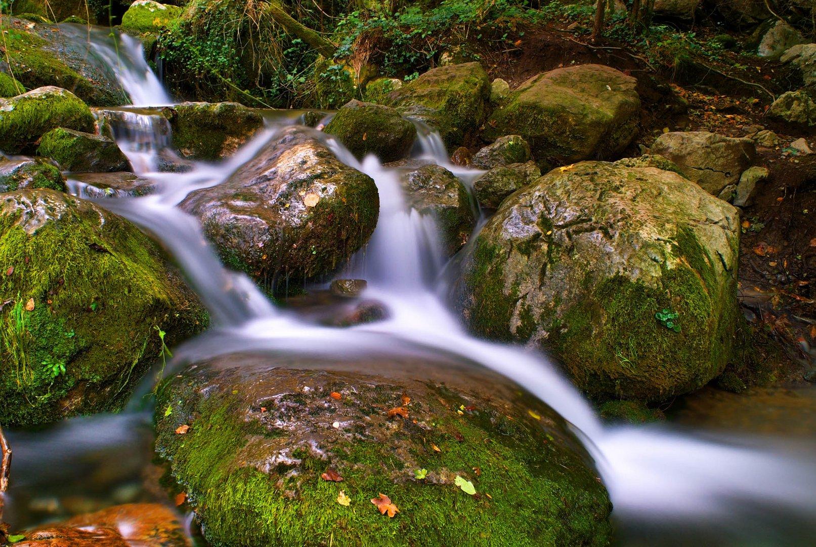 Agua corriente y cristalina
