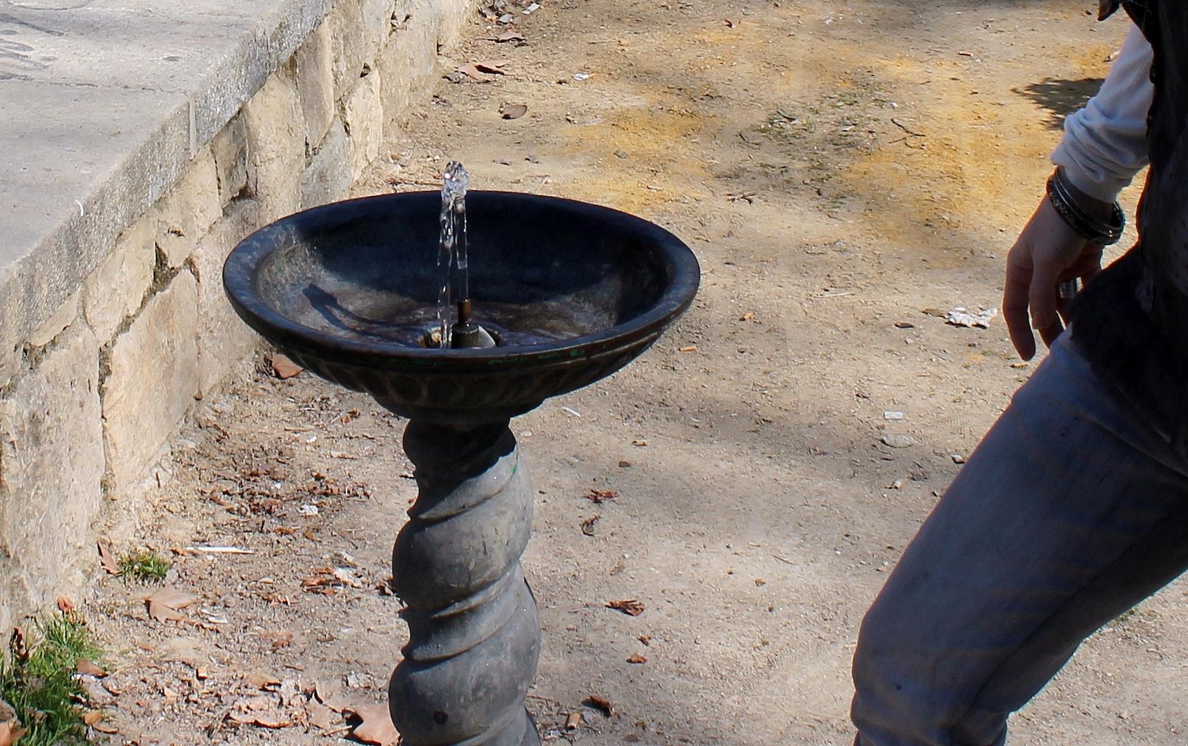 agua que no has de beber,déjala correr...