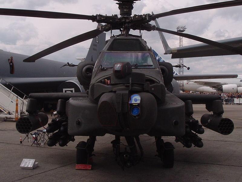 AH-64 Apache voll aufmunitioniert ILA 2006