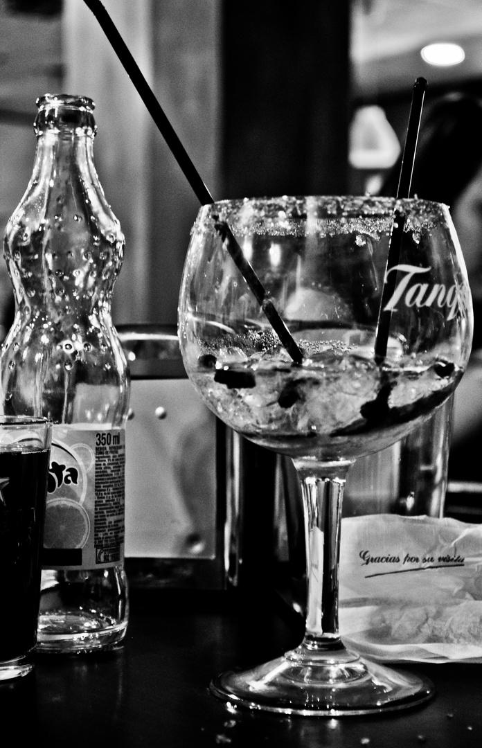 Ahogando las penas en la bebida.