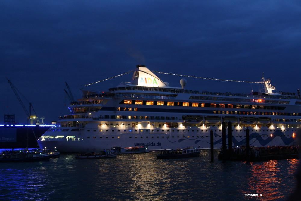 Aida Aura bei den Cruise Days Hamburg 2008