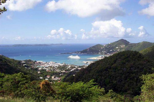 AIDA Vita im Hafen von Tortola
