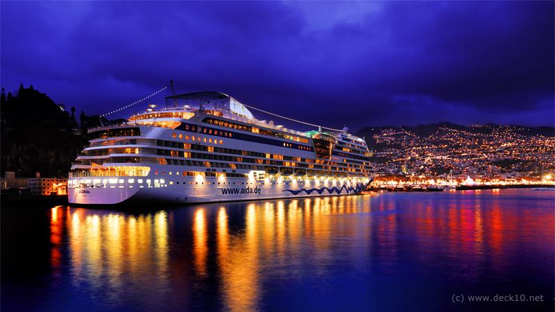 AIDAblu im Hafen von Funchal (Madeira)
