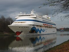 AIDAcara uf dem Nord-Ostsee-Kanal