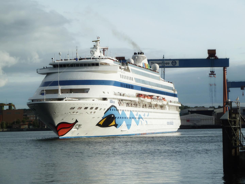 AIDAcara verlässt Kiel