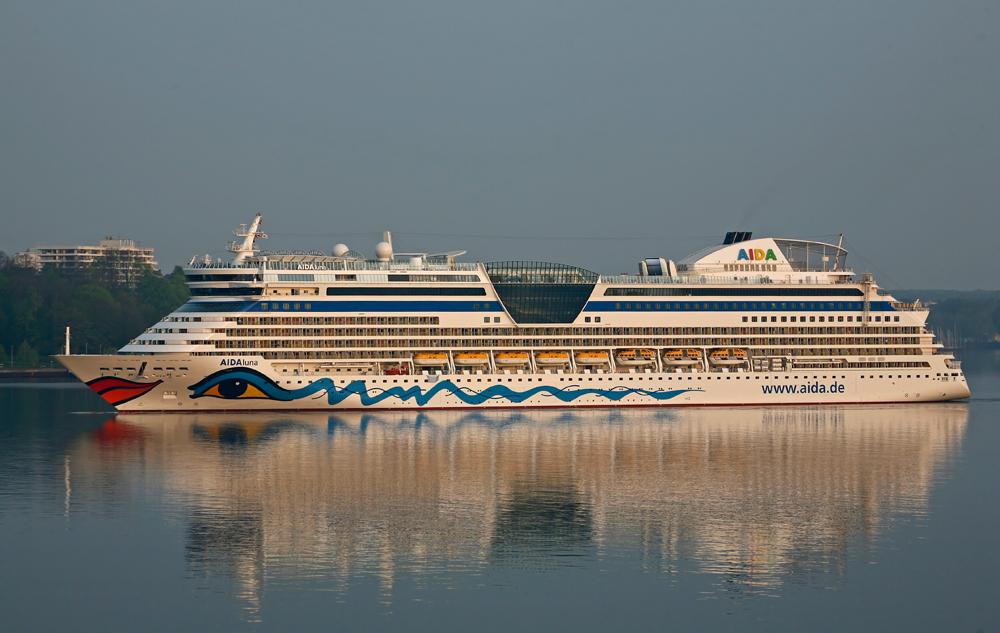AIDAluna lief am 26.04.2009 mit den ersten Sonnenstrahlen in Kiel ein.