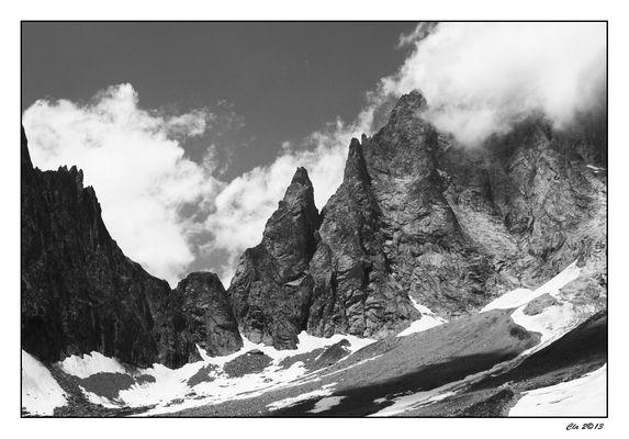 ...Aiguille noire de Peuterey... Mont Blanc...