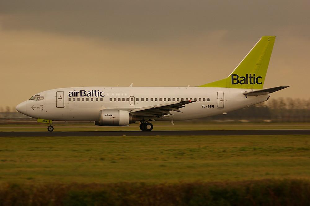 Air Baltic bei Sonnenuntergang