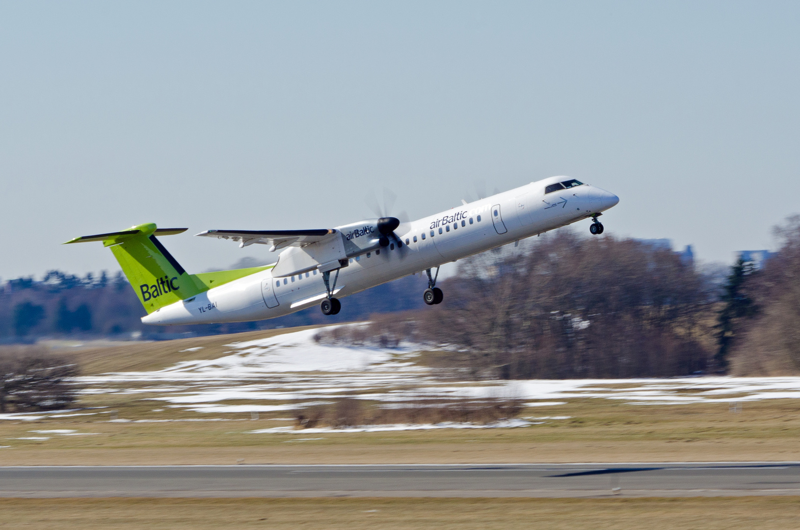 Air Baltic De Havilland Canada DHC-8-402Q