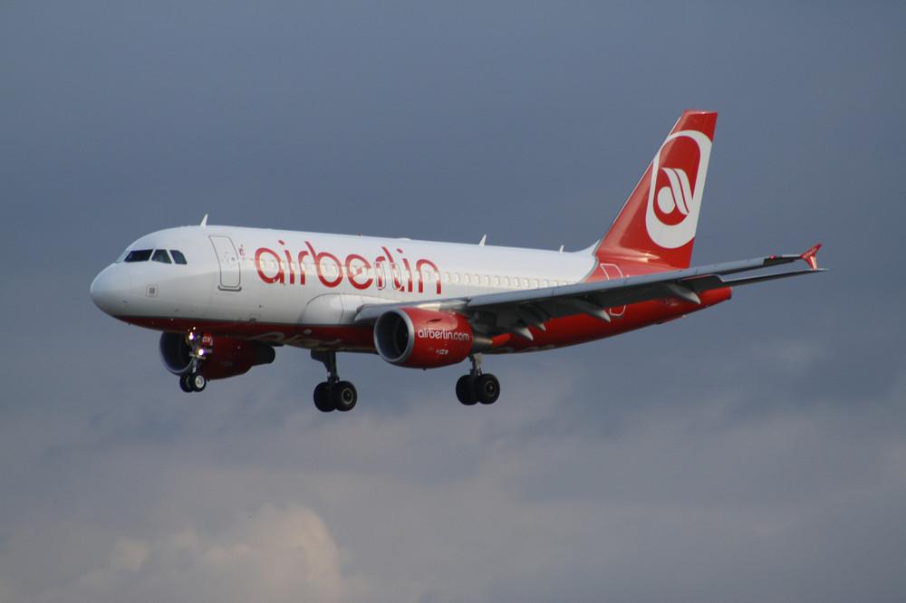 Air Berlin A319-100 im Anflug