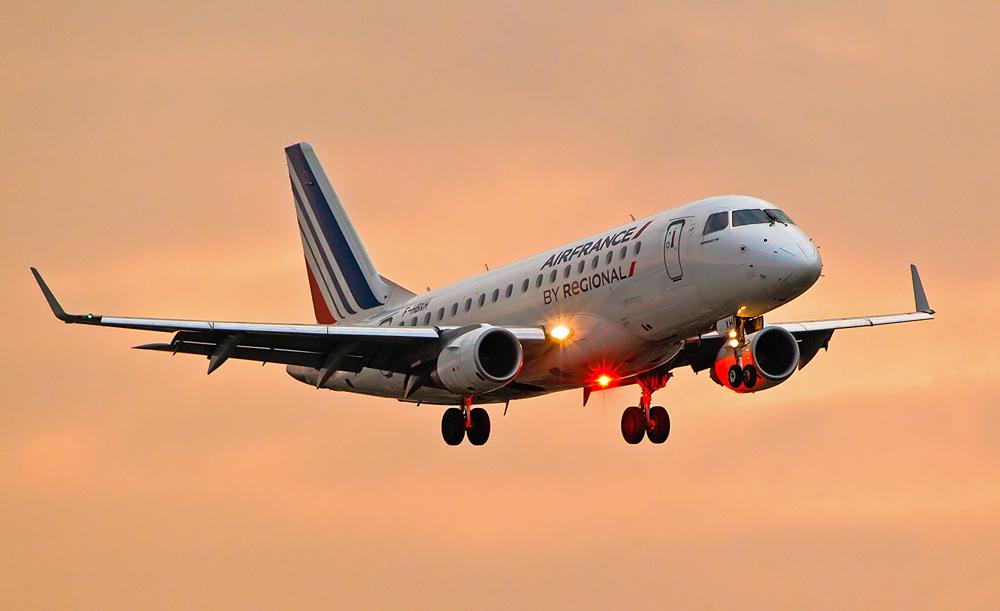 Air France Regional im Landeanflug auf Nürnberg