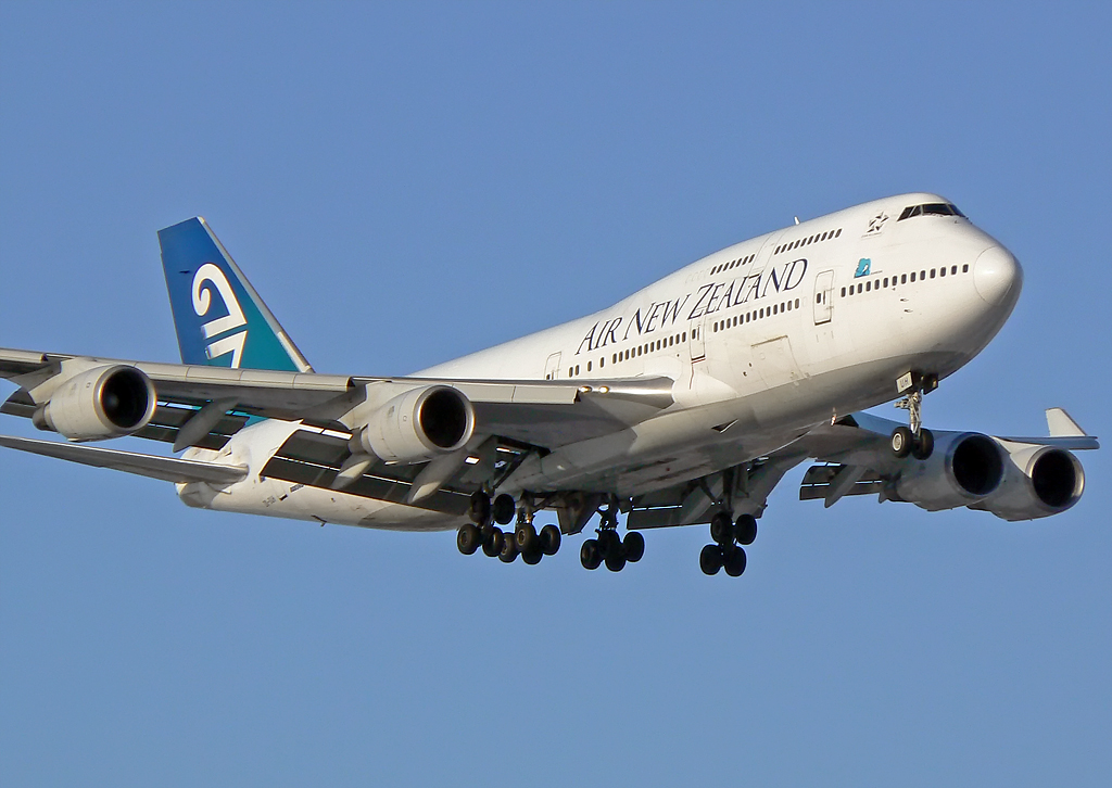 Air New Zealand Boeing 747-475 ZK-SUH