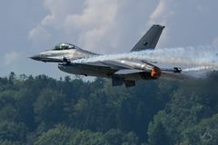 AIR14 - F16 im Tiefflug