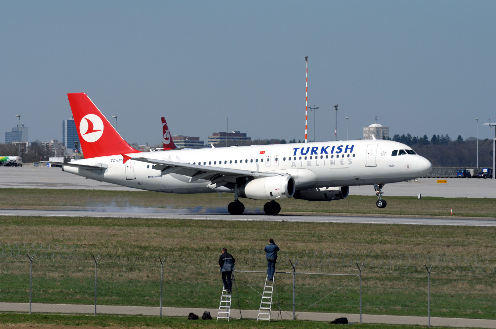 Airbus A320 Turkish Airlines Touchdown