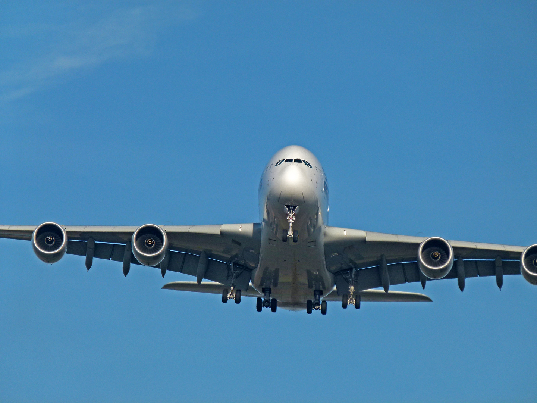 Airbus A380 ..