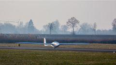 Airport Worms - Ultraleichtflugzeug landet