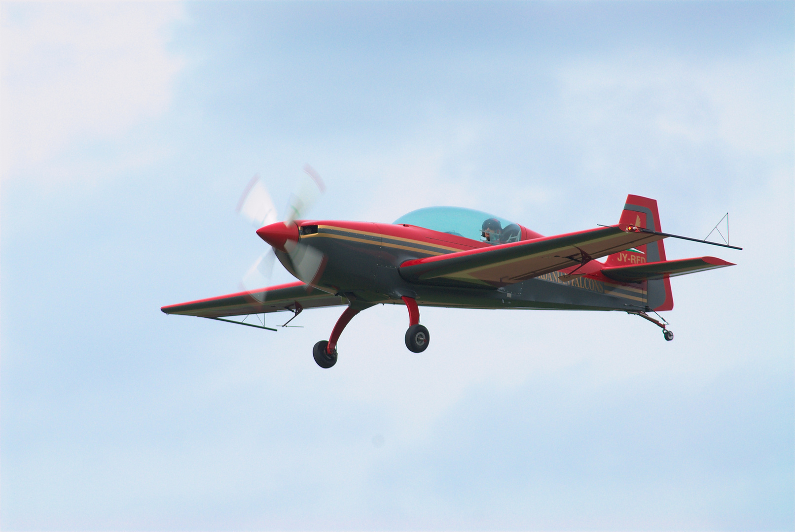 "Airshow 2013 Krefeld: Kunstflieger der ""Royal Jordanian Falcons"""