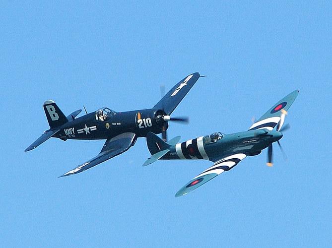 Airshow in Oppenheim - Corsair F 4 U und Spitfire Mk. XIX
