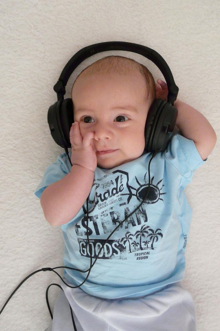 AKG 518 vs. Josh Kopfhörer und Baby